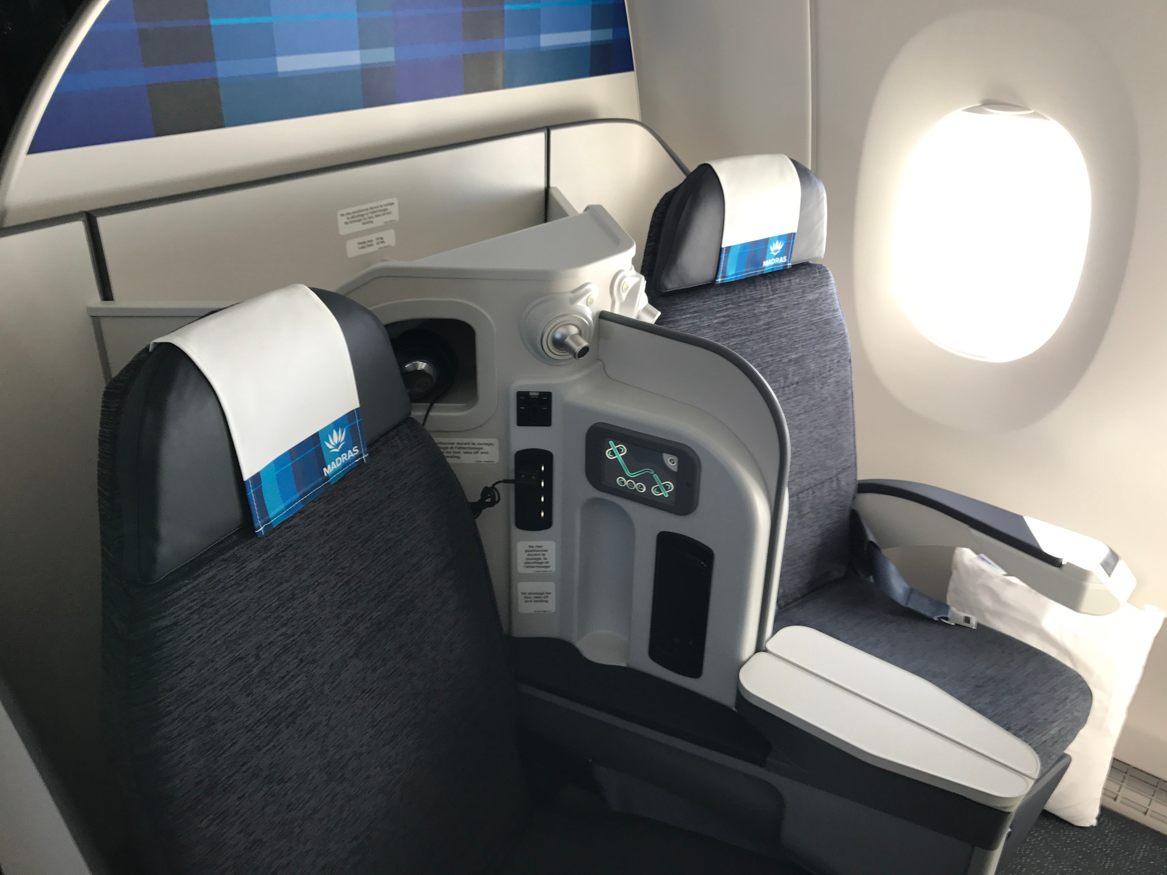 A look inside the first air cara bes airbus a350 for Avion air transat interieur