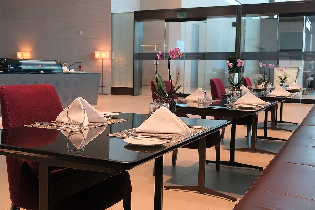 qatar first class check-in and al safwa lounge in doha (doh)