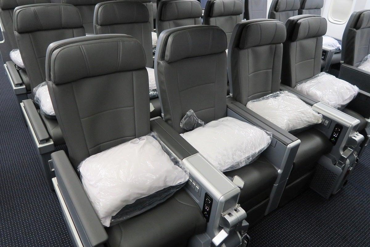 Aa 772 Premium Economy Bulkhead Seats And Armrests
