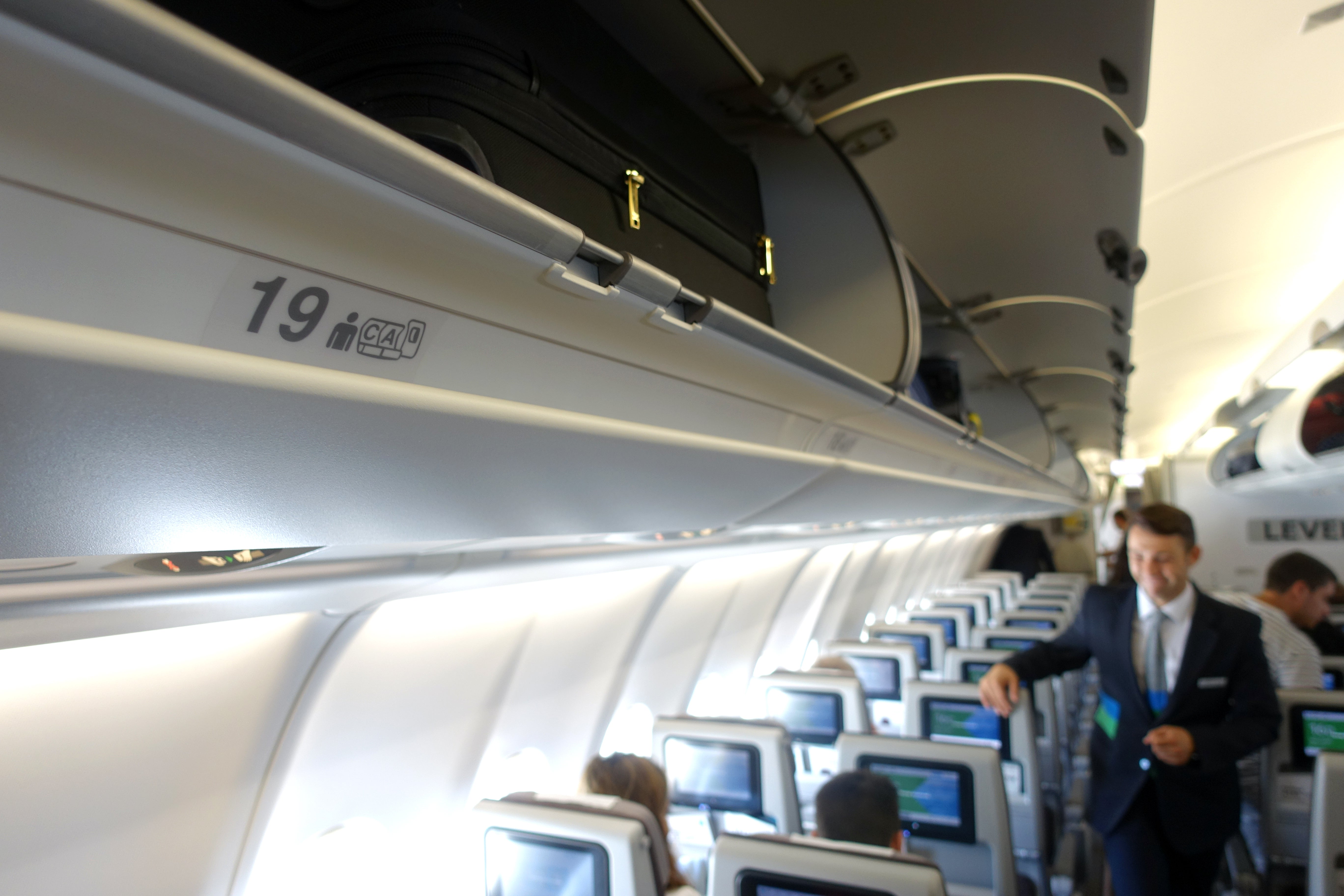 To Barcelona 200 Level a330 Review Economy Lax Flight XYHwC6O