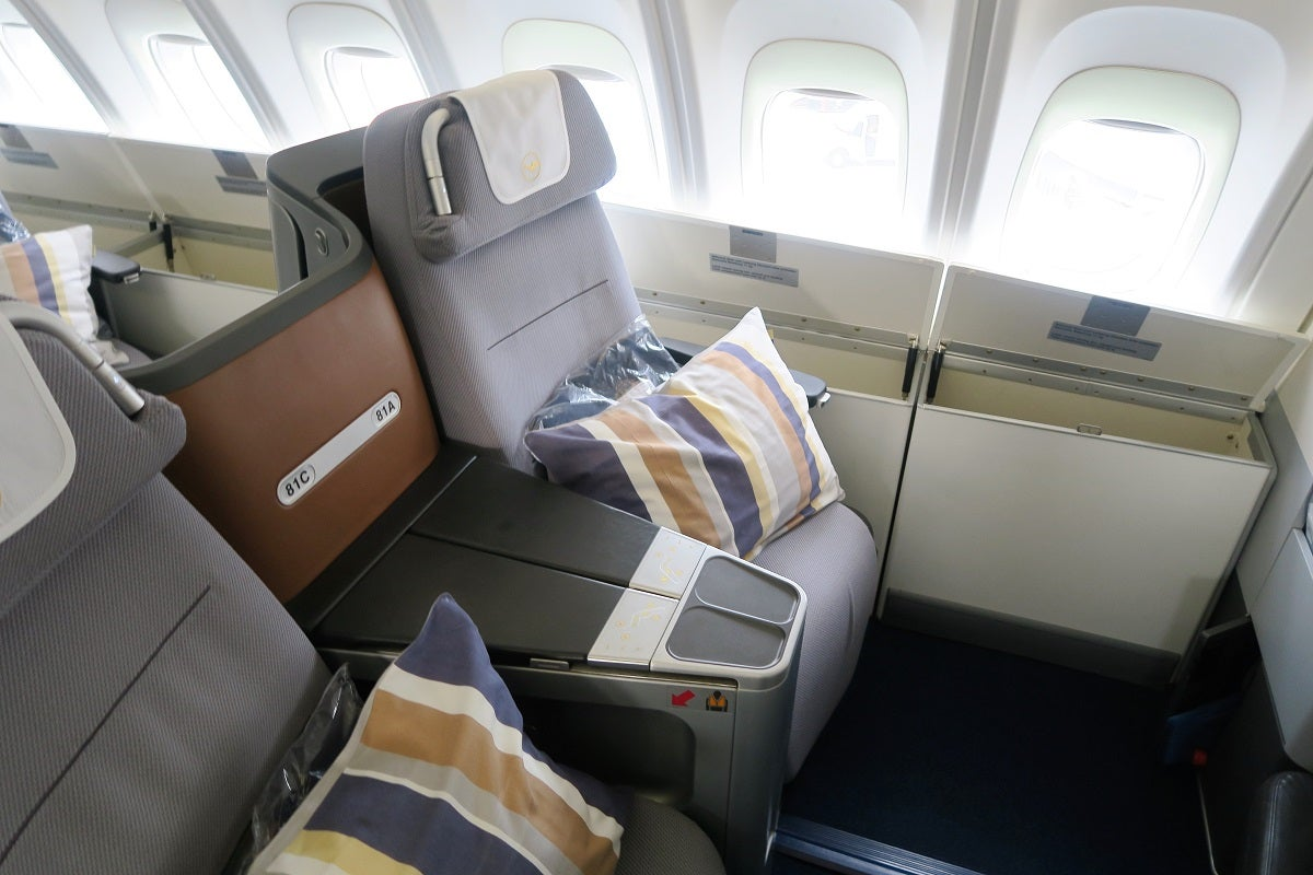 lufthansa business class a380 vs 747. Black Bedroom Furniture Sets. Home Design Ideas