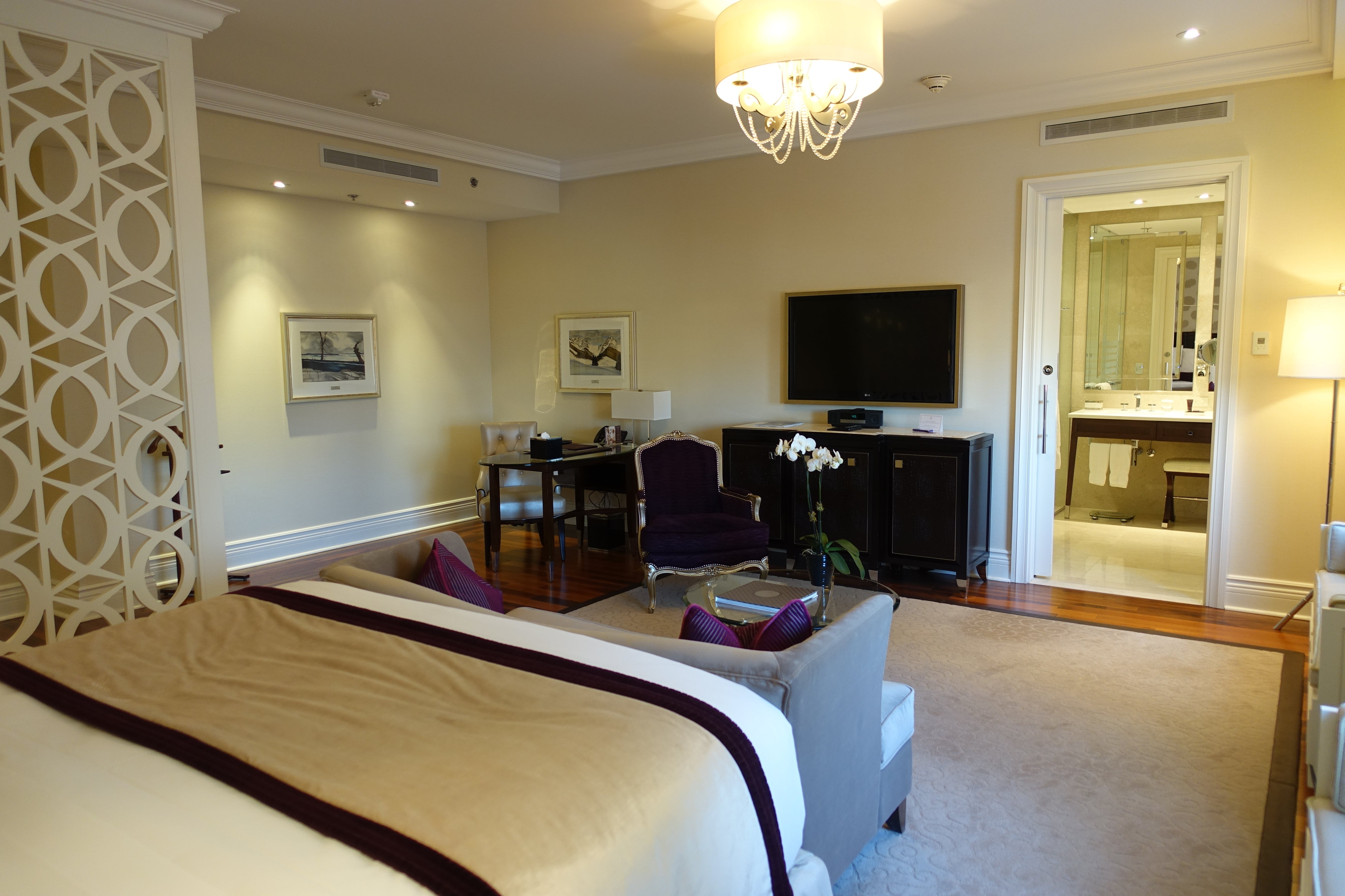 Hotel Review A Junior King Suite At The Ritz Carlton Montreal