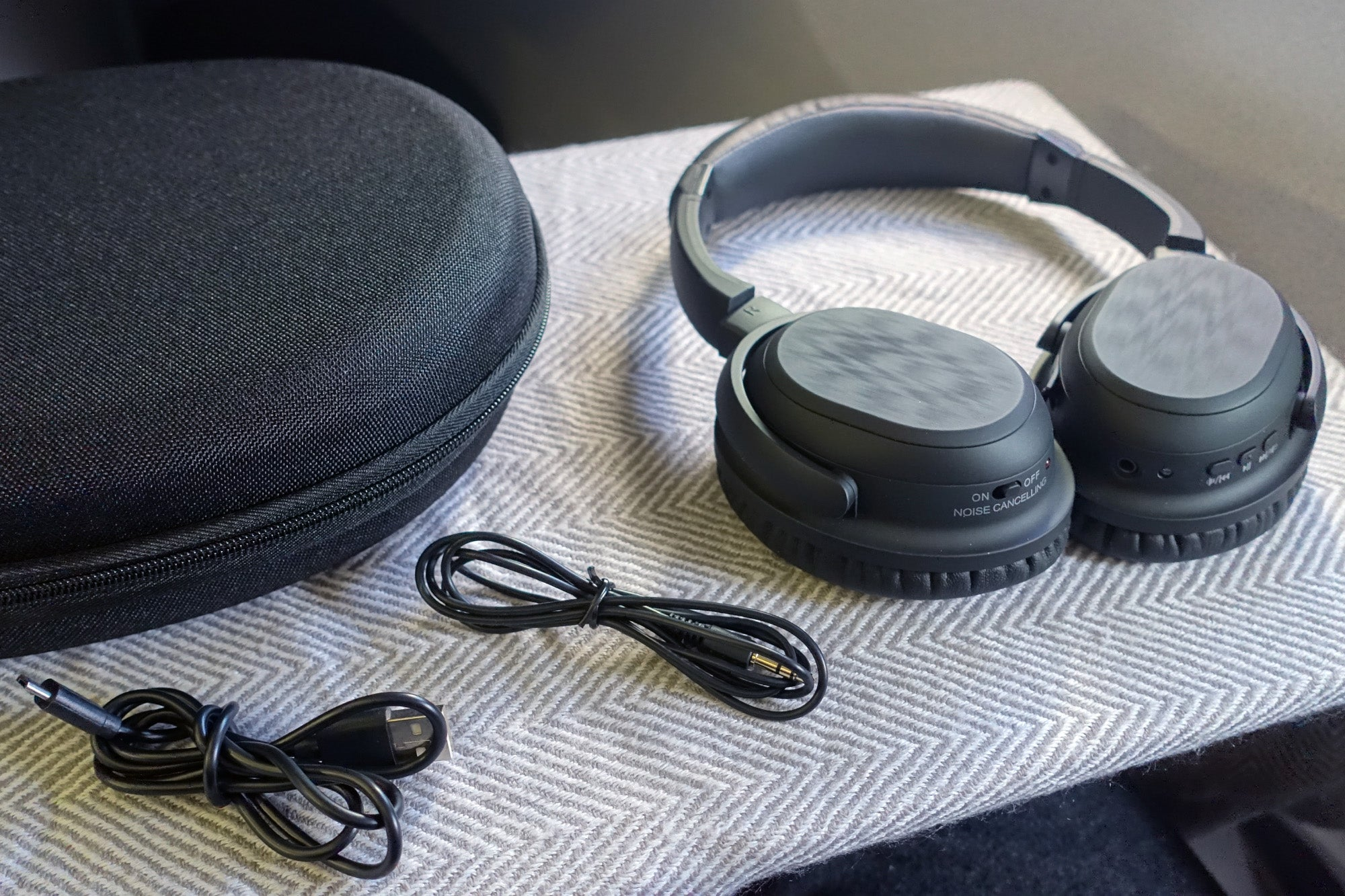 Review 5 Top Noise Canceling Headphones Go Head To Building Headphone