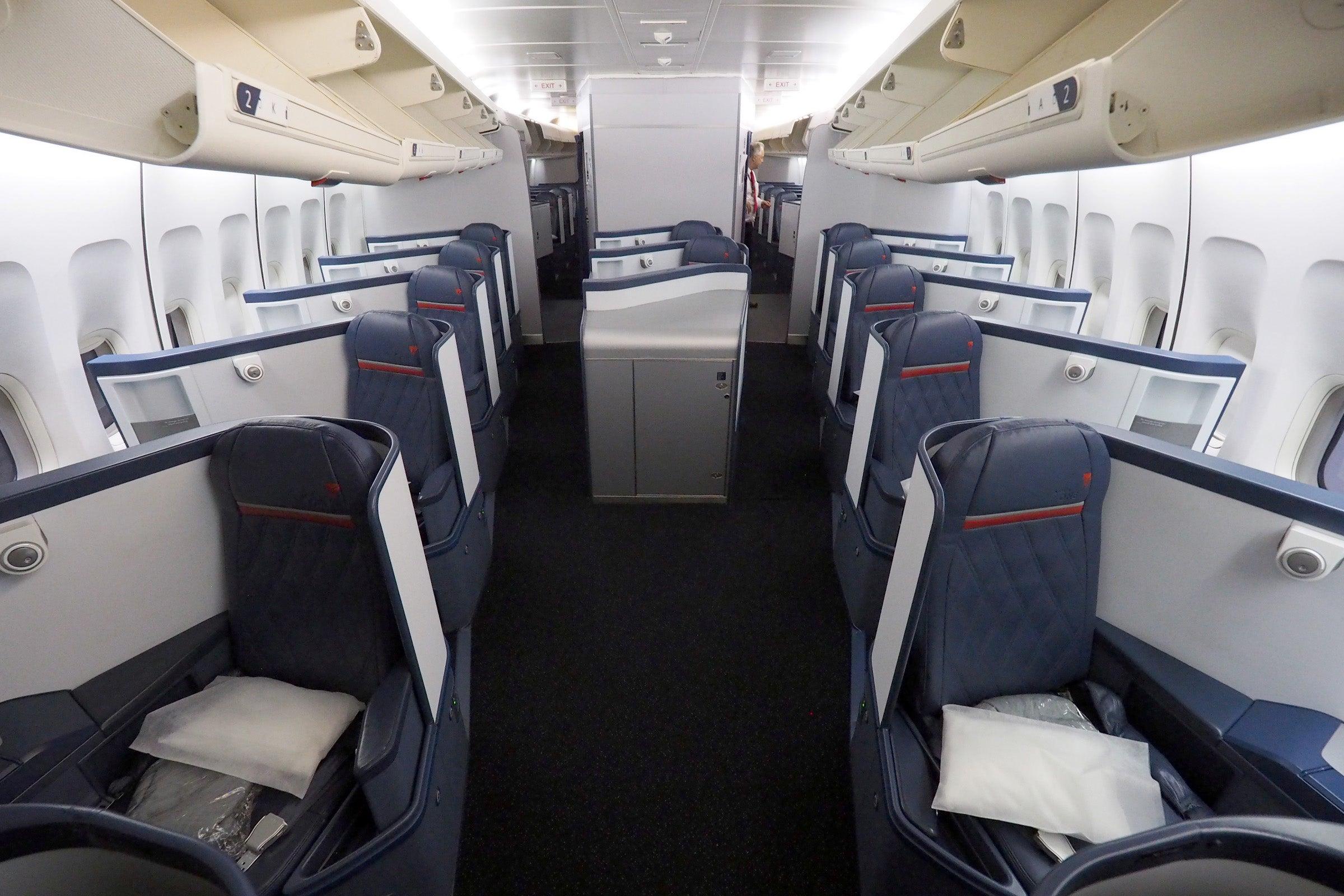 delta s final domestic 747 flight was one big party