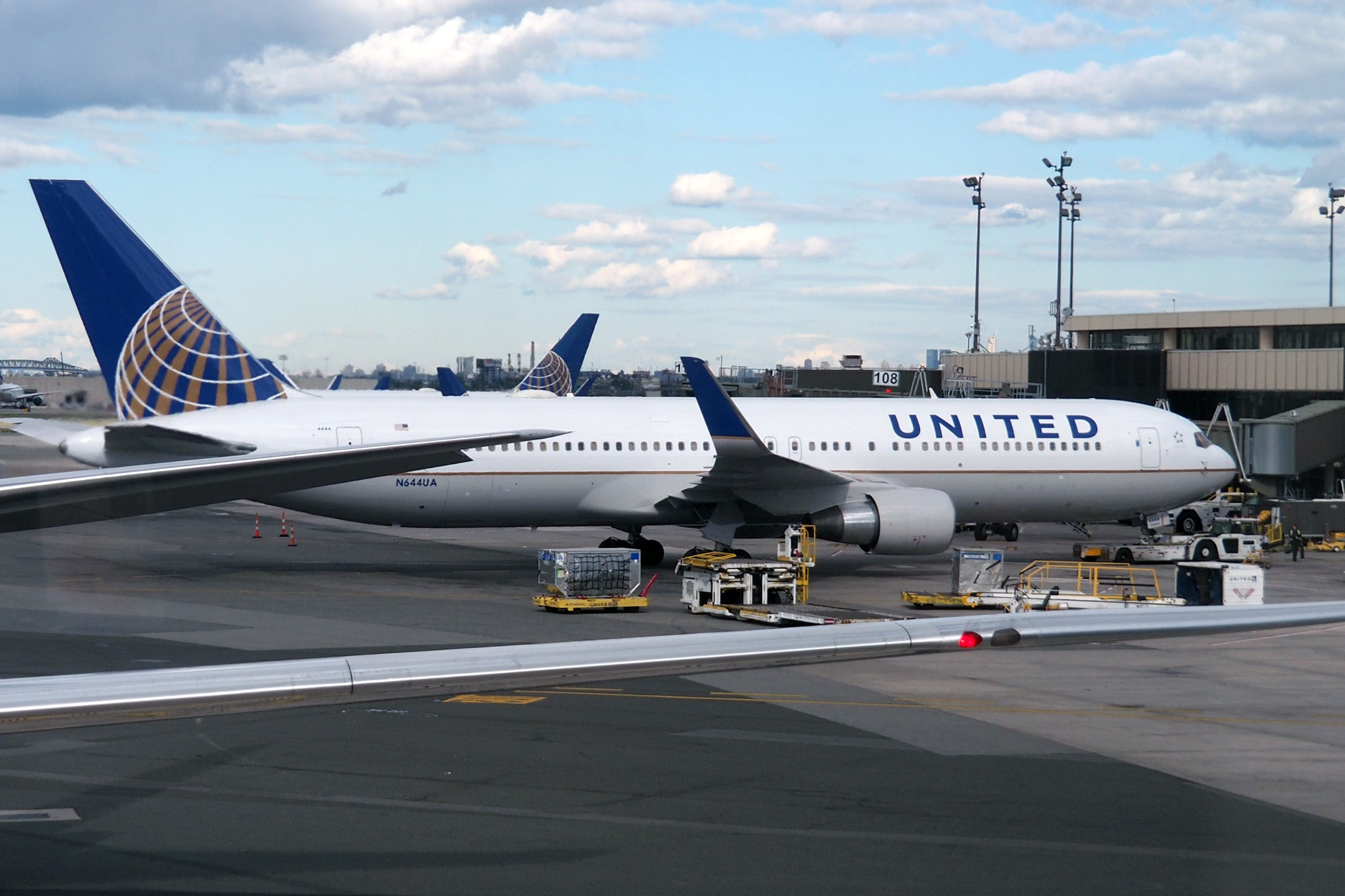 United 767-300ER Polaris Review