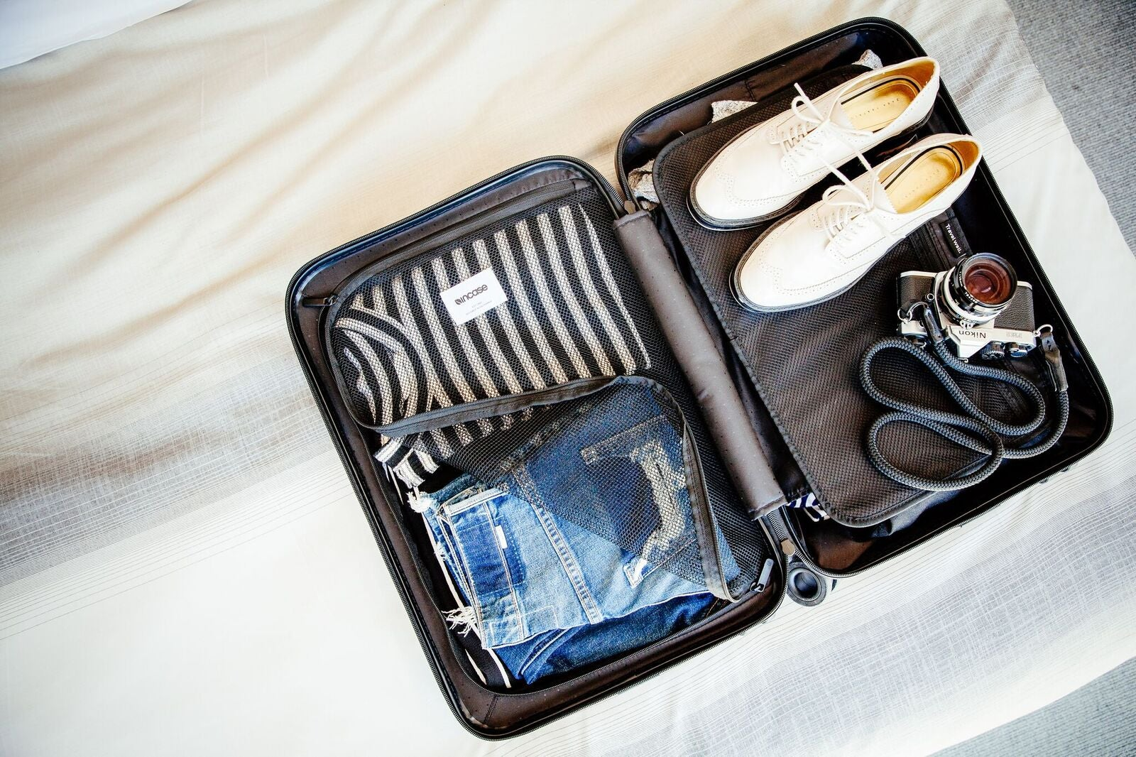 a4b2c782f82 Luggage Review  Incase NoviConnected Travel Roller Carry-On