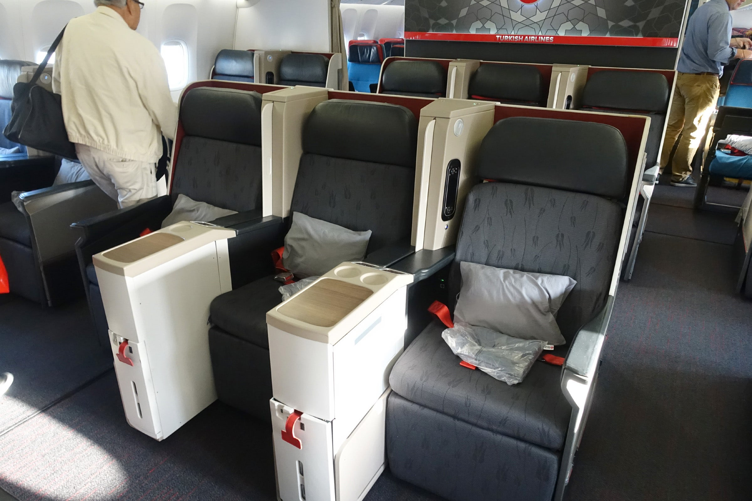 Review Turkish Airlines 777 300er Biz Dubai Istanbul