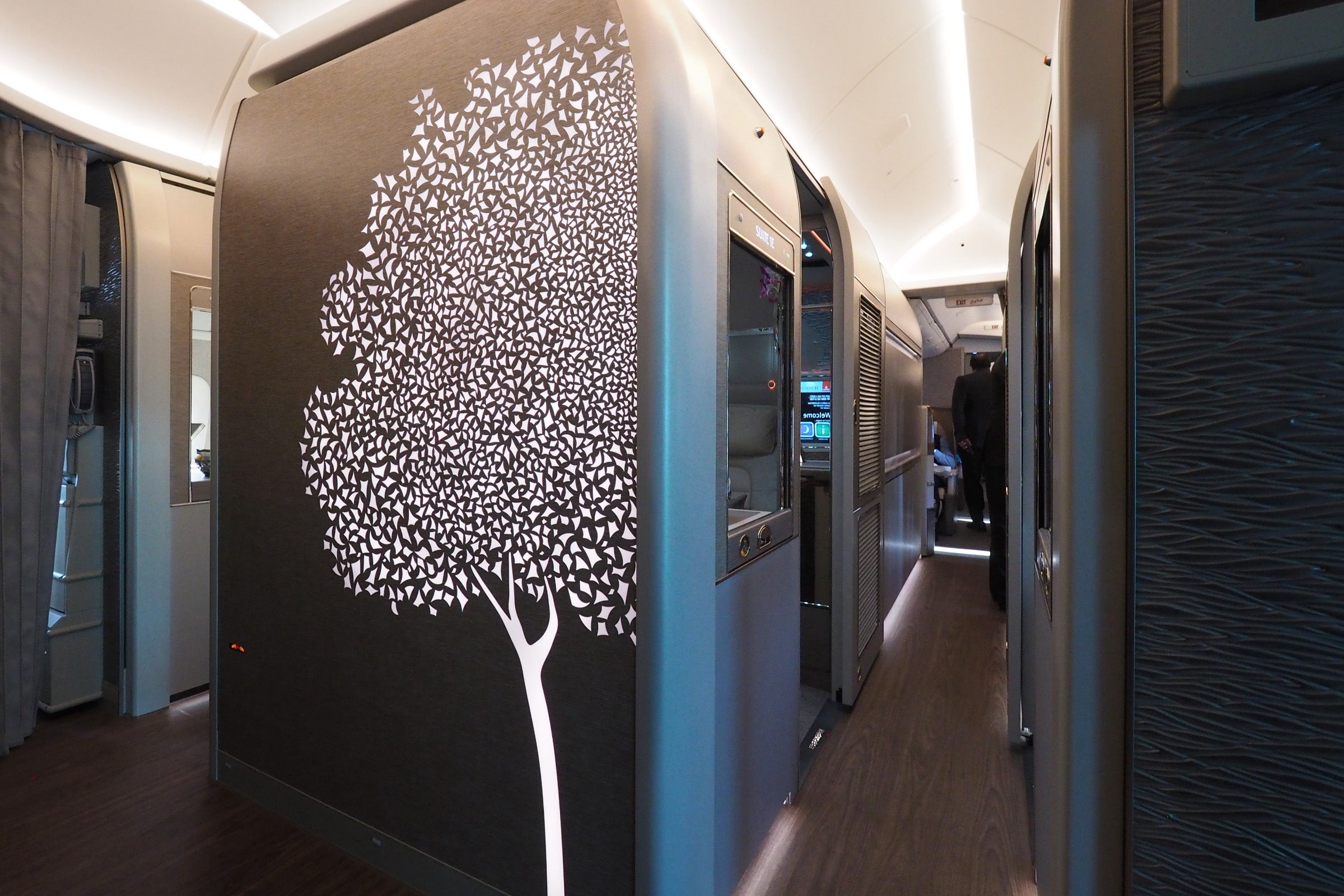 Review Emirates New Boeing 777 300ER First Class Suite