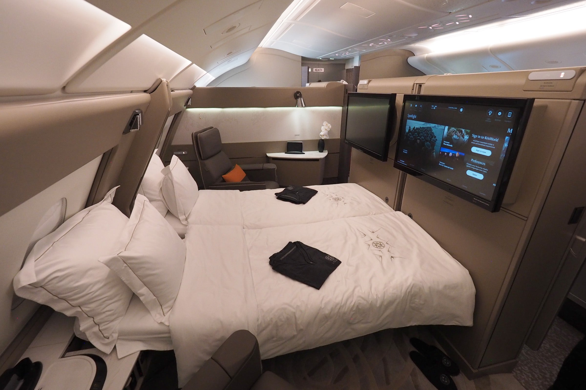 Perfect I Love Emiratesu0027 New First Class Suite On The 777 300ER, But If Youu0027re  Traveling With A Companion, Youu0027ll Need To Part Ways At The Door U2014 There  Are No ...