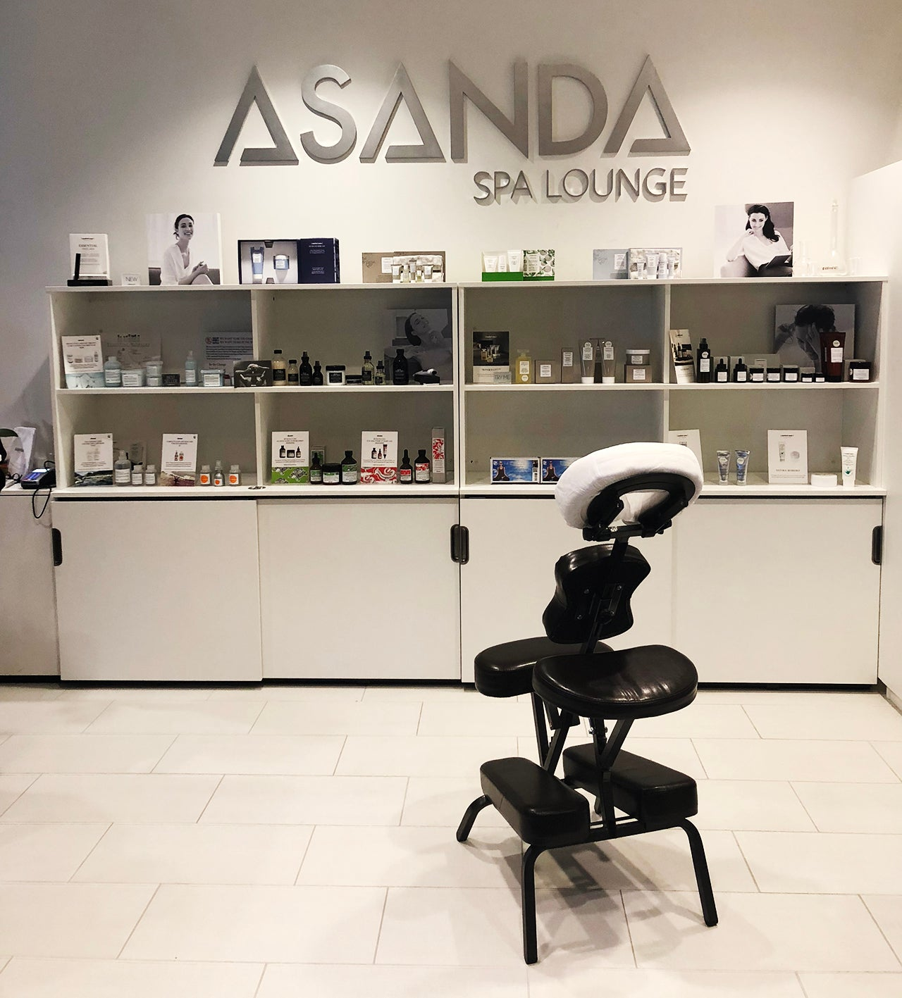 A review of delta 39 s new asanda spa at atlanta airport for Salon lounge
