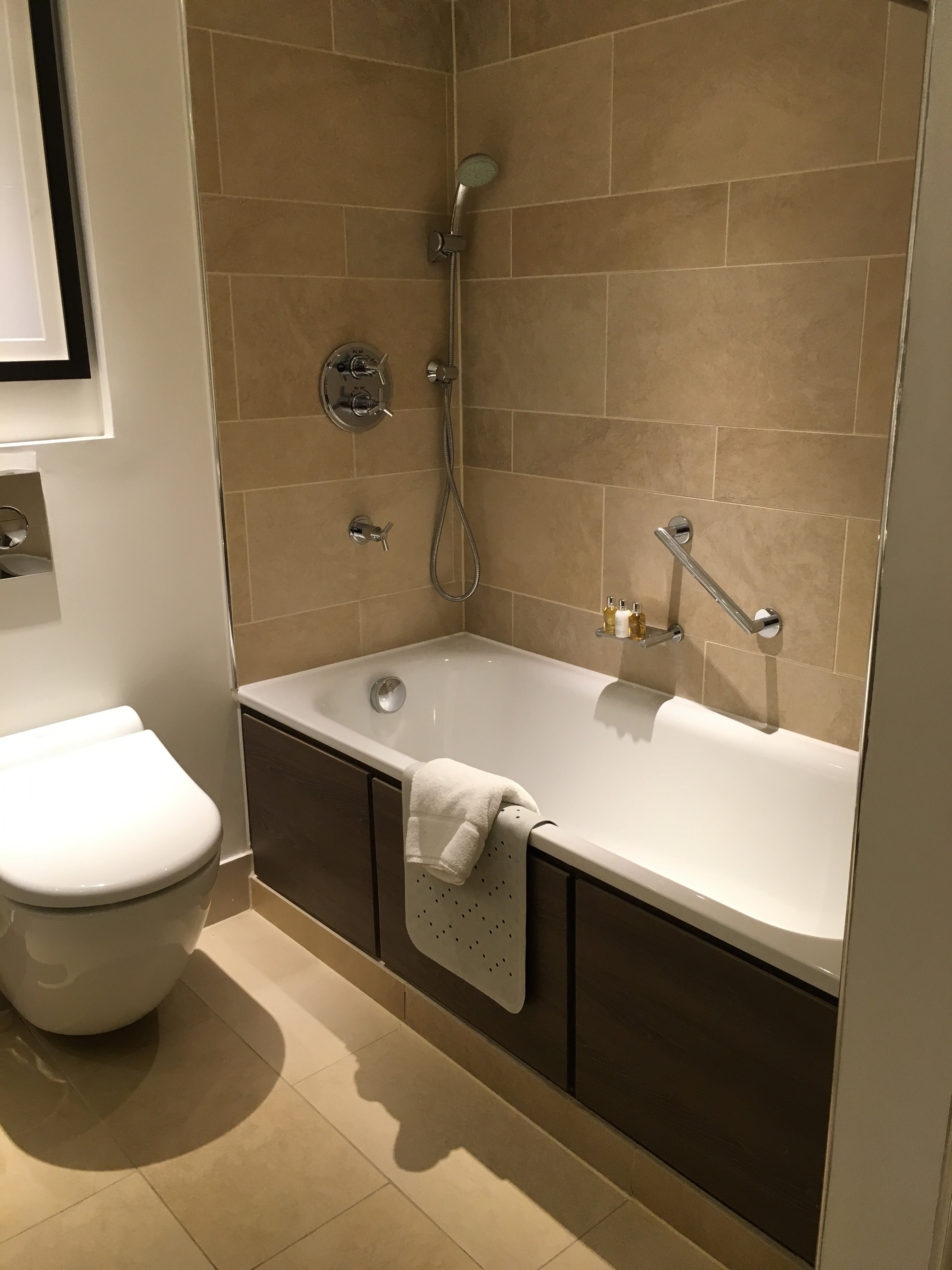 Churchill Suite Bath