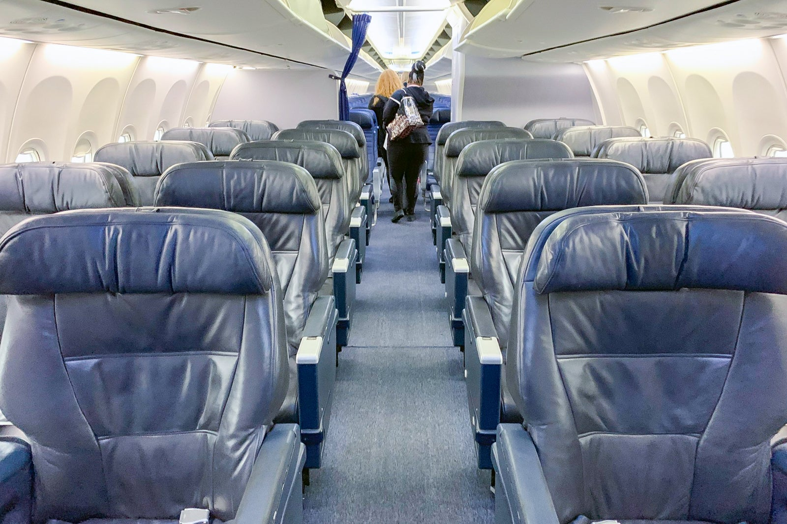 Review United 737 900er Business Class From Newark To Cancun