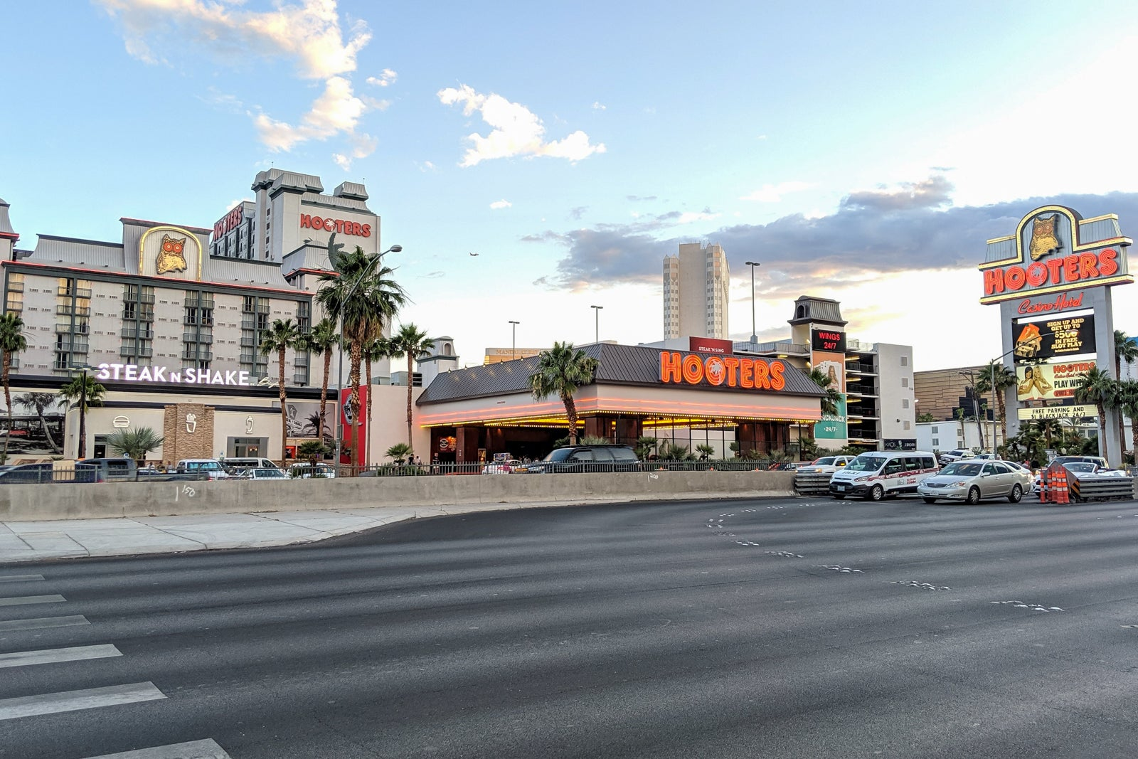 Staying At The World S Only Hooters Hotel In Las Vegas