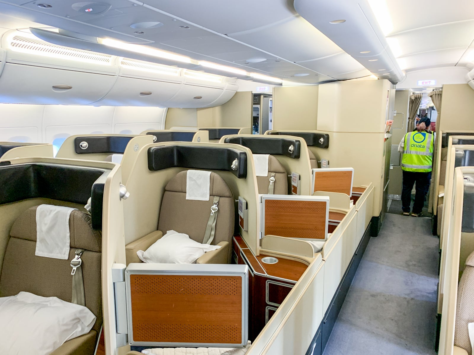 Review Qantas First Class On The A380 Melbourne To Lax