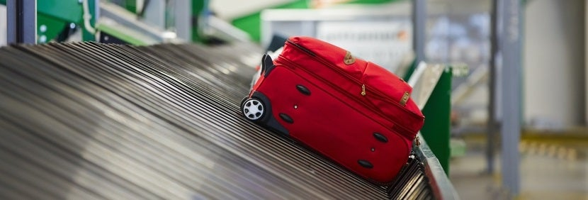 Baggage claim one bag alone featured shutterstock 151385000
